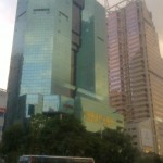 Клевые небоскребы, вид снизу днем