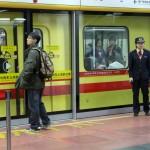 Регулировщиков в метро иногда не меньше, чем пассажиров