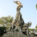 """Статуя """"пяти козлов"""" - символ города"""