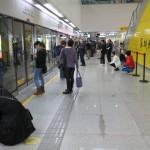 Народ ждет метро