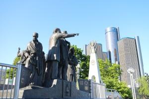 """""""Воон там - свобода"""". Монумент на берегу реки, в память о спасшихся от рабства в Канаде"""