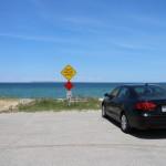 По пути к дюне можно остановиться у озера
