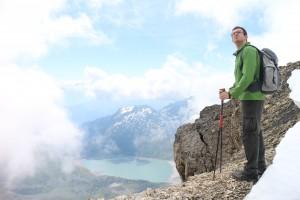 Марк скептически смотрит на вершину