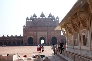 Вид на главные ворота