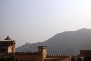 Стены на холмах