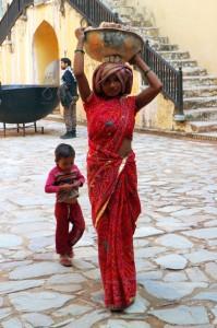 Я уже писал, что женщины в индии - тягловая сила?