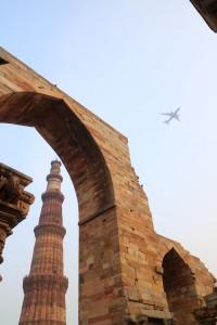 Над развалинами регулярно пролетают самолёты