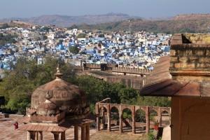 Вид на голубой город под фортом
