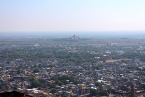 Вид на город с дворцом махараджи на заднем фоне